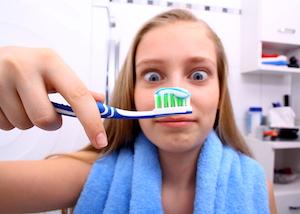 Zähne putzen ohne Zahnpasta können sich die meisten gar nicht vorstellen