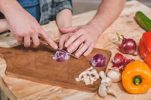Zwiebeln schneiden ist bei den meisten (Hobby-) Köchen unbeliebt